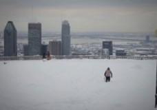 Seb Toots Montreal snowboarding run.