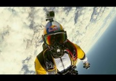 Breathtaking high altitude acrobatic skydiving – Red Bull Skycombo.